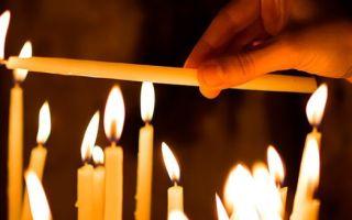 Какой рукой свечу передаешь?