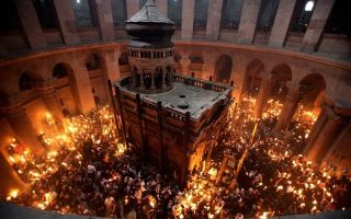 Молитва иерусалимского патриарха перед схождением благодатного огня