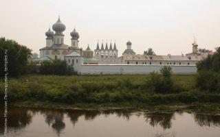 Тихвинский успенский монастырь, россия, ленинградская область, город тихвин