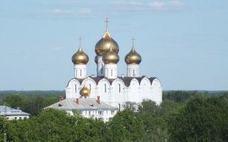 Успенский собор в ярославле, россия, город ярославль