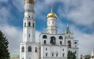 Церковь иоанна лествичника с колокольней ивана великого, россия, город москва, кремль
