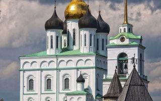Икона божией матери псково-покровская, россия, город псков, свято-троицкий кафедральный собор