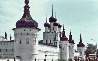 Кремль (митрополичий двор) ростова, россия, ярославская область, город ростов великий, кремль (митрополичий двор)