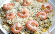 Салат с маринованным луком и креветками